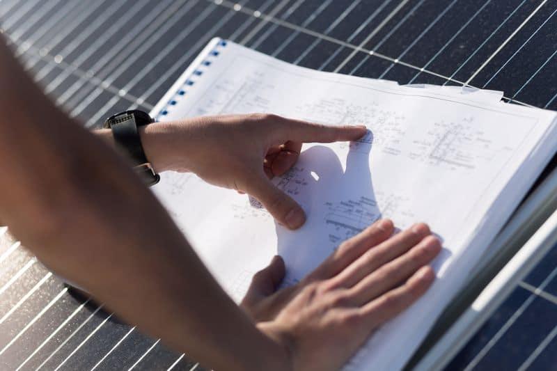 שרטוטים של אנרגיה סולארית